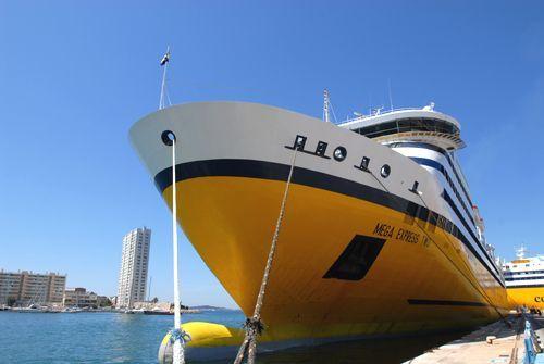 Photos ferries corse et sardaigne corsica ferries for Mega express 2 piscine